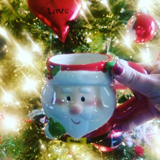 Aww Santa!!! I know him! merrychristmas itsthemostwonderfultimeoftheyear itsbeginningtolookalotlikechristmas santa santaclausehellip